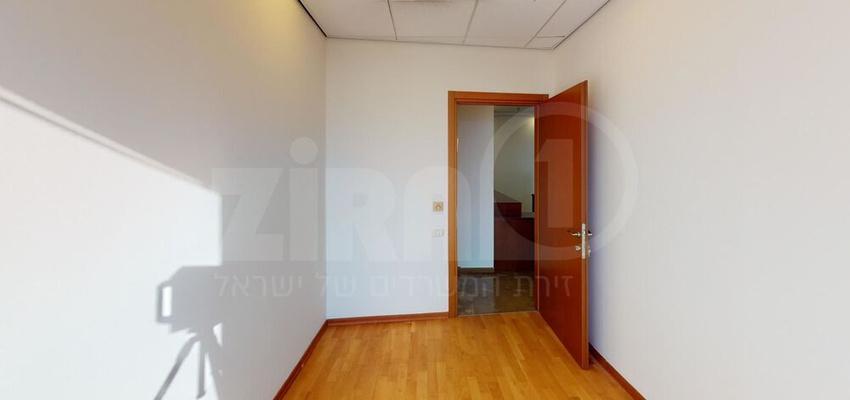 משרד בבניין מגדל משה אביב | קומה 51 | שטח 160מ״ר  | תמונה #0 - 1