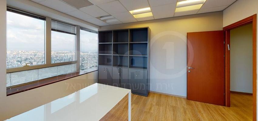 משרד בבניין מגדל משה אביב   קומה 52   שטח 280מ״ר    תמונה #0 - 1