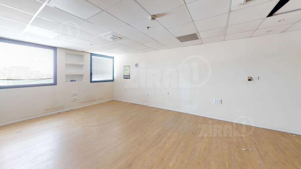 משרד בבניין בית כנרת | קומה 5 | שטח 73מ״ר  | תמונה #0 - 1