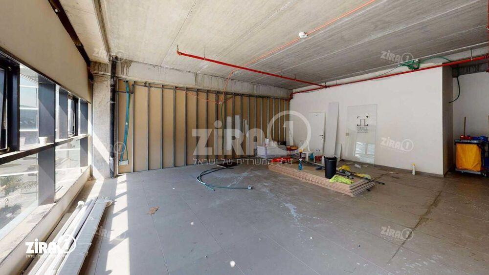 משרד בבניין בניין בלורי | קומה: 2 | שטח 94 תמונה | מ׳׳ר #2 - 1