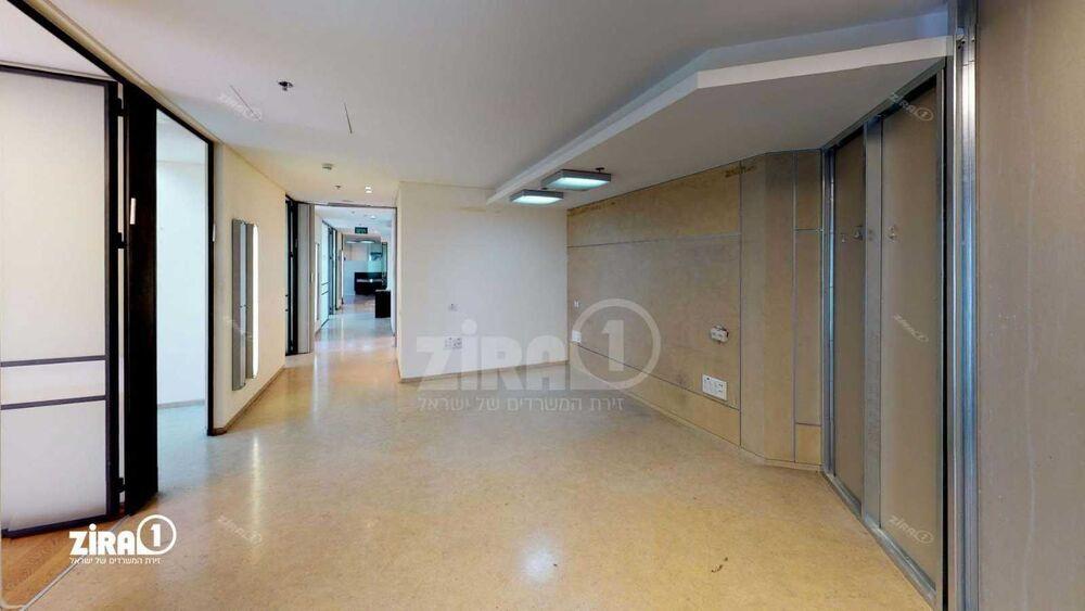 משרד בבניין מגדל נצבא    קומה: 19   שטח 440 תמונה   מ׳׳ר #1 - 1