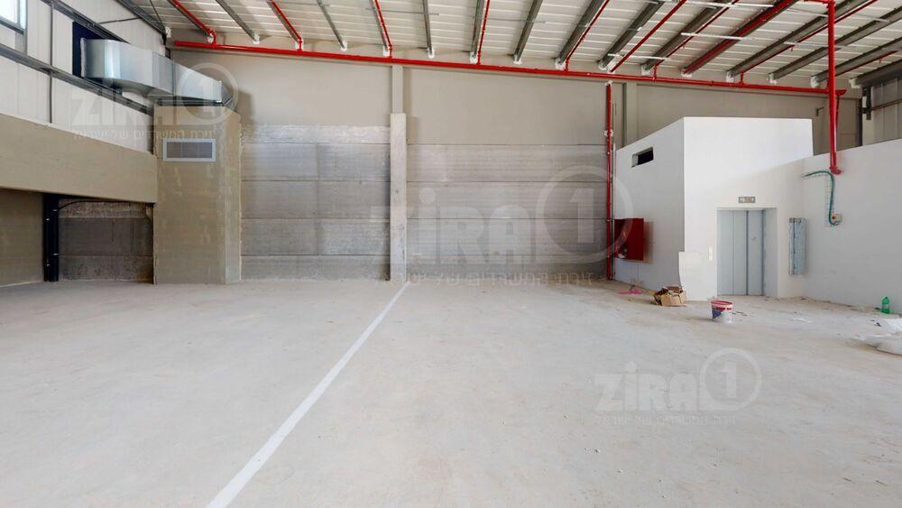 משרד בבניין מתחם עסקים שורק | קומה: 0 | שטח 1060 תמונה | מ׳׳ר #12 - 1