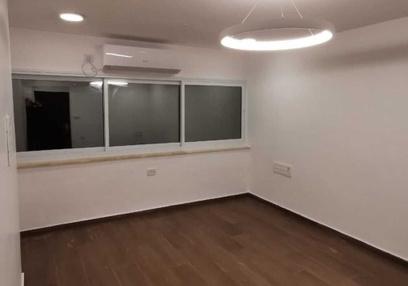 משרד בבניין בניין רסקו  | קומה 1 | שטח 17מ״ר  | תמונה #0 - 1