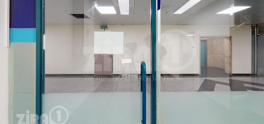 משרד בבניין טקסטיל סנטר   קומה 0   שטח 105מ״ר    תמונה #0 - 1