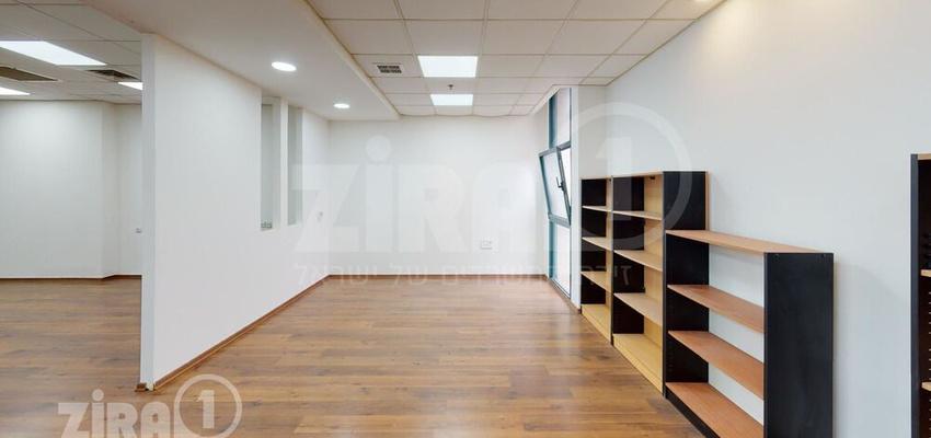 משרד בבניין טקסטיל סנטר | קומה 1 | שטח 102מ״ר  | תמונה #0 - 1
