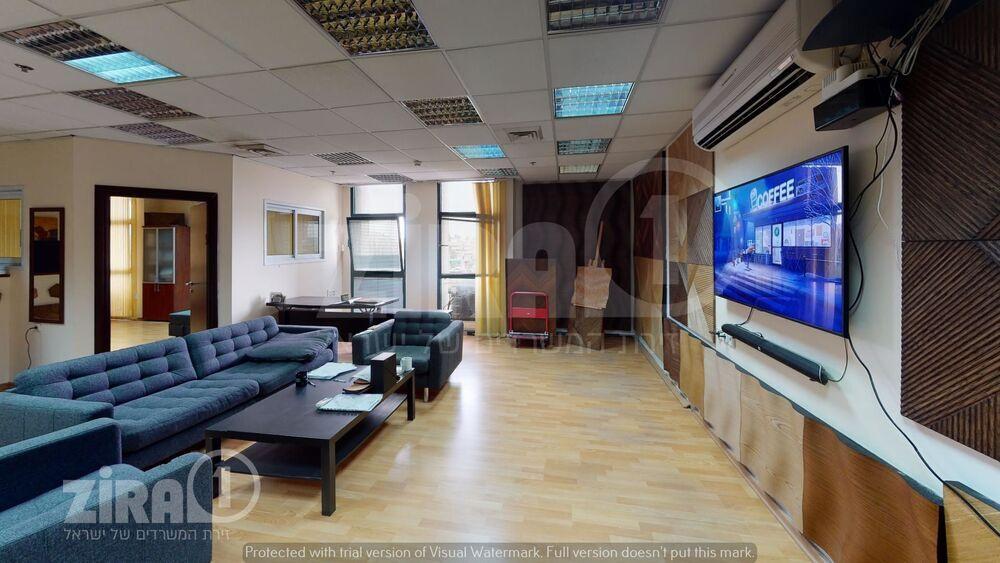 משרד בבניין טקסטיל סנטר   קומה 1   שטח 120מ״ר    תמונה #0 - 1