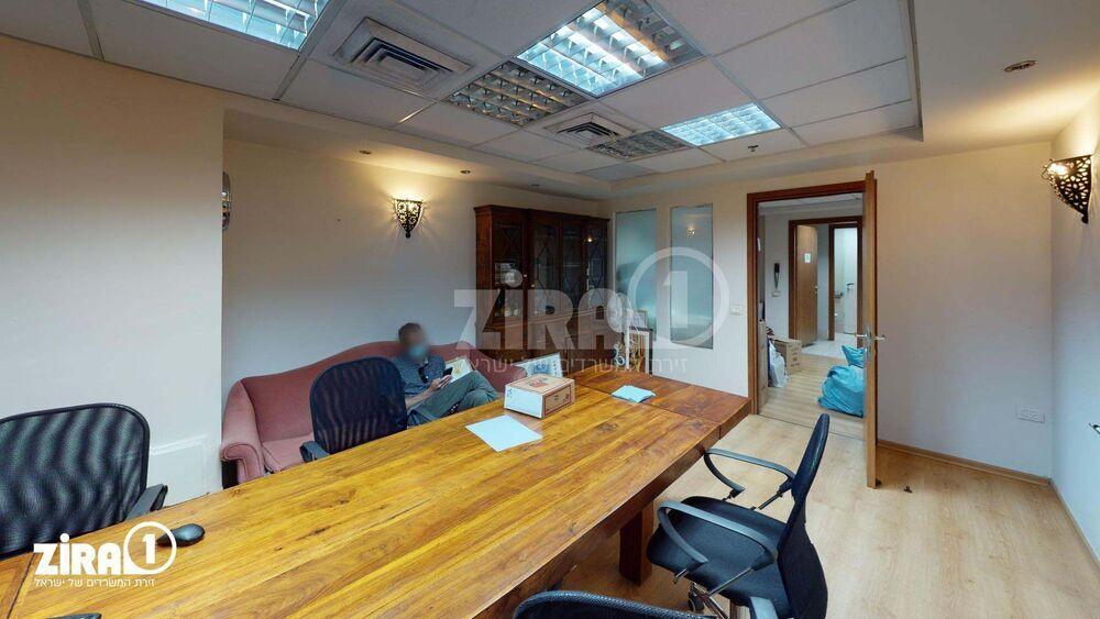 משרד בבניין בית דנ-אביב   קומה 1   שטח 210מ״ר    תמונה #0 - 1