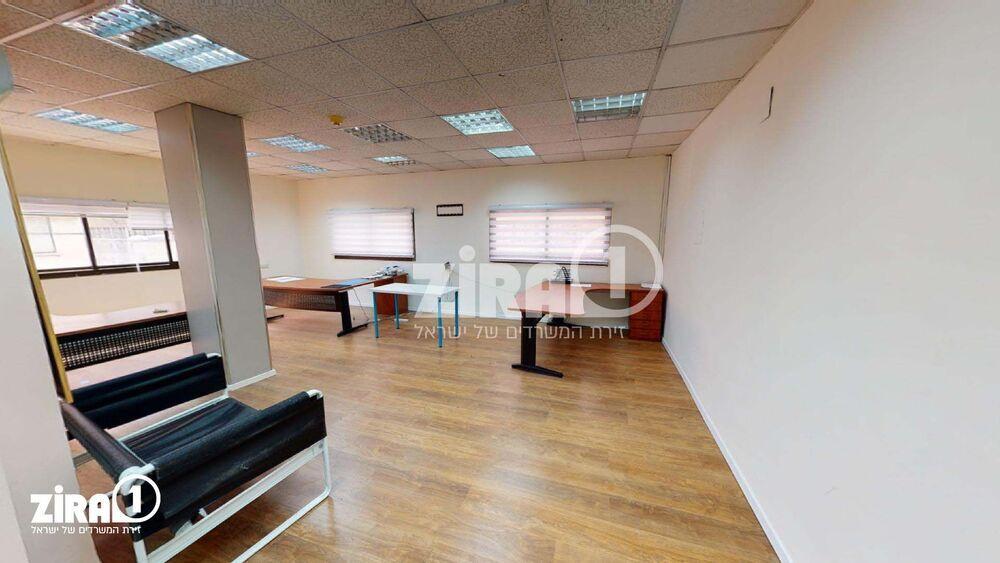משרד בבניין בית התעשיינים | קומה: 1 | שטח 70 תמונה | מ׳׳ר #15 - 1