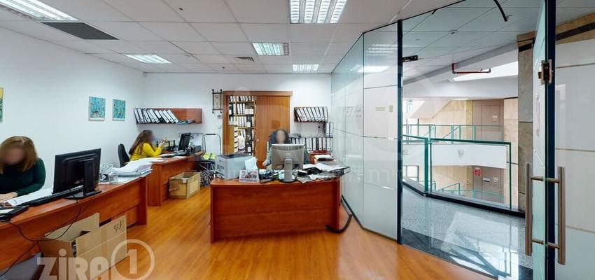 משרד בבניין טקסטיל סנטר   קומה 2   שטח 107מ״ר    תמונה #0 - 1