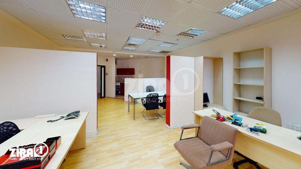 משרד בבניין מרכז הטקסטיל והאופנה | קומה 8 | שטח 85מ״ר  | תמונה #0 - 1