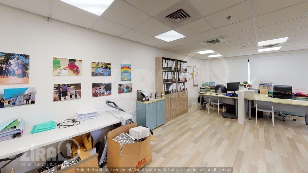 משרד בבניין בית דנ-אביב   קומה 3   שטח 110מ״ר    תמונה #0 - 1