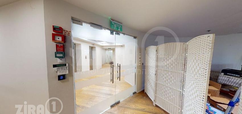 משרד בבניין בית אמצור   קומה 3   שטח 1370מ״ר    תמונה #0 - 1