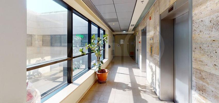 משרד בבניין מנורת המאור 8   קומה 4   שטח 820מ״ר    תמונה #0 - 1