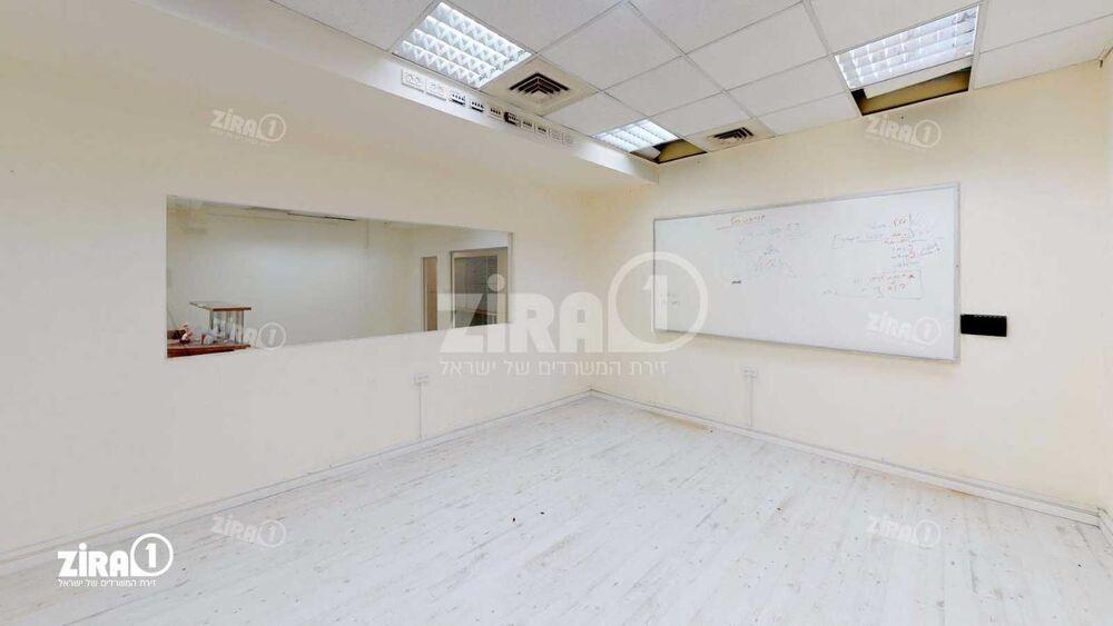 משרד בבניין בית אשבד | קומה: 2 | שטח 322 תמונה | מ׳׳ר #10 - 1