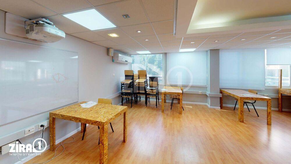 הקומה השנייה  | שולחן באופן ספייס ל-  1 - 1 אנשים  | תמונה #0 - 1