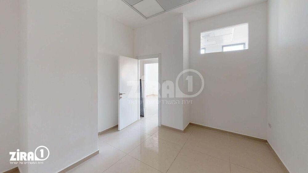 משרד בבניין סנטר A | קומה 1 | שטח 75מ״ר  | תמונה #0 - 1