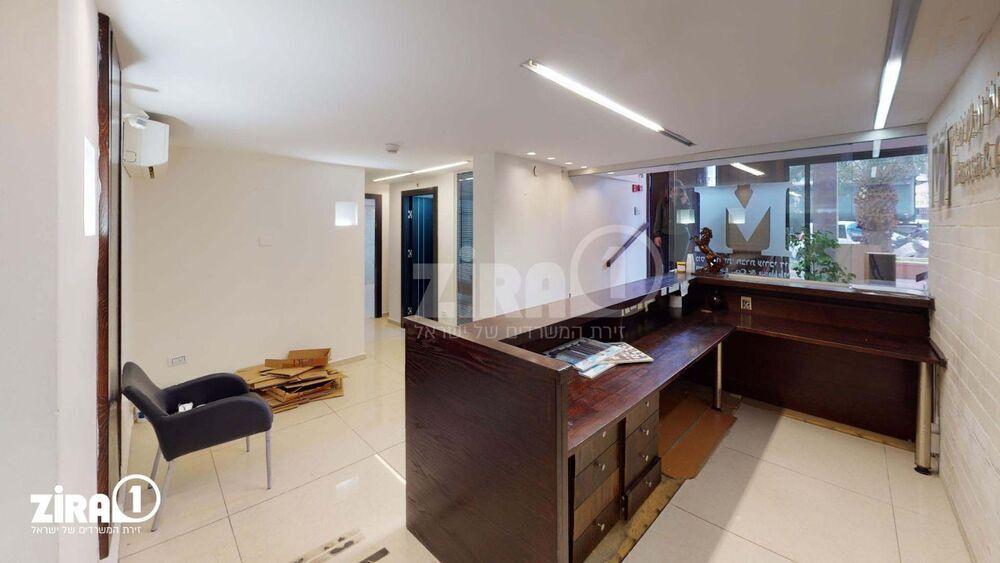משרד בבניין ז'בוטינסקי 36   קומה 0   שטח 250מ״ר    תמונה #0 - 1