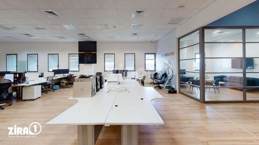 משרד בבניין אמות פארק אפק - בניין A   קומה: 4   שטח 700 תמונה   מ׳׳ר #0 - 1
