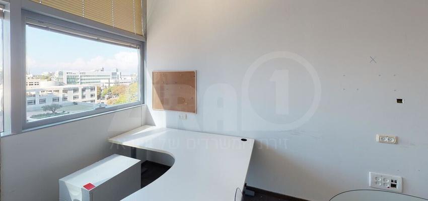 משרד בבניין מגדלי אקרשטיין - בניין C | קומה 4 | שטח 1000מ״ר  | תמונה #0 - 1
