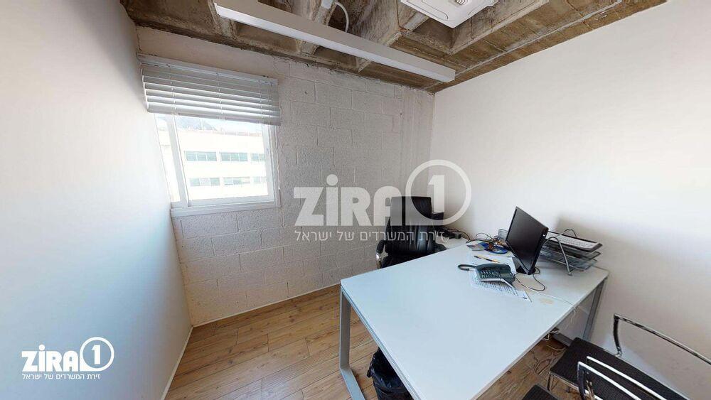 משרד בבניין בית מניבים רעננה | קומה 2 | שטח 11מ״ר  | תמונה #0 - 1