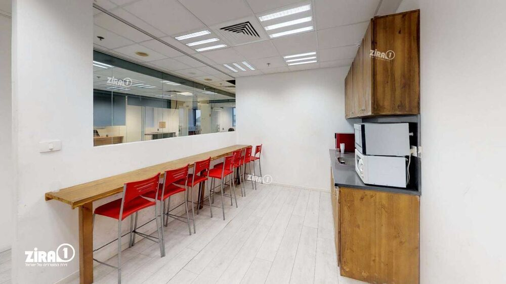 משרד בבניין בית גטר   קומה 1   שטח 382מ״ר    תמונה #0 - 1