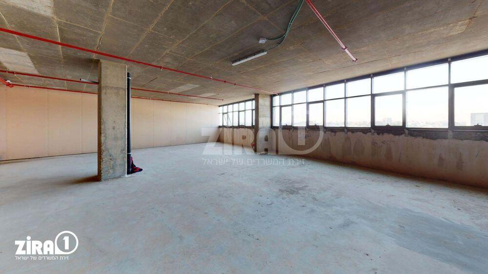 משרד בבניין בית שירז | קומה: 3 | שטח 1750 תמונה | מ׳׳ר #7 - 1