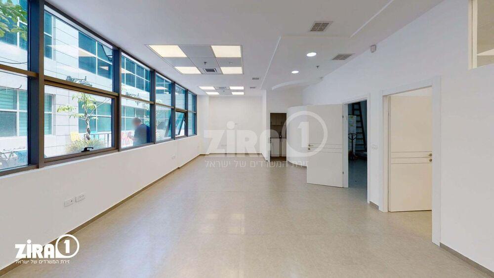 משרד בבניין סנטר A | קומה: 2 | שטח 130 תמונה | מ׳׳ר #21 - 1