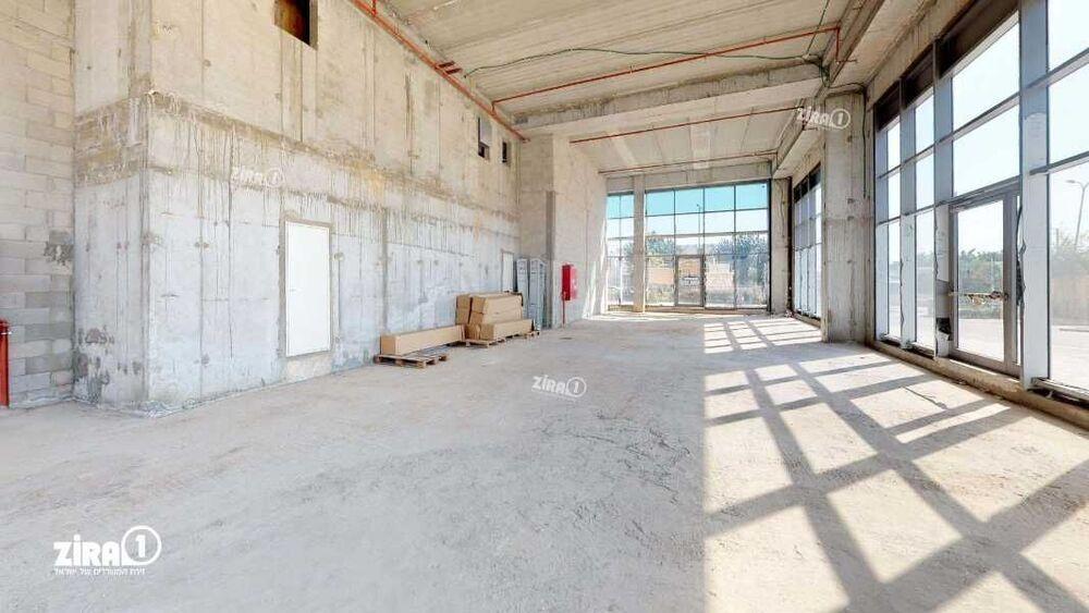 משרד בבניין בית ארז | קומה: 0 | שטח 347 תמונה | מ׳׳ר #22 - 1