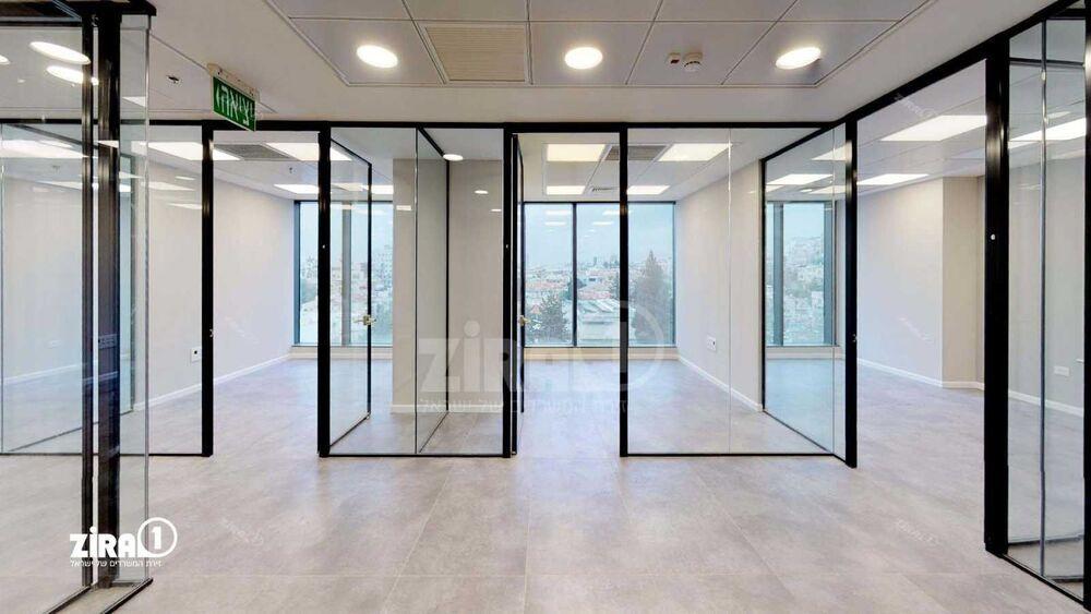 משרד בבניין מגדל הכשרת הישוב    קומה: 5   שטח 186 תמונה   מ׳׳ר #7 - 1