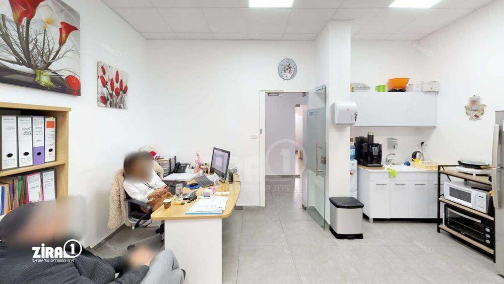 משרד בבניין בניין רב גל   קומה 3   שטח 40מ״ר    תמונה #0 - 1