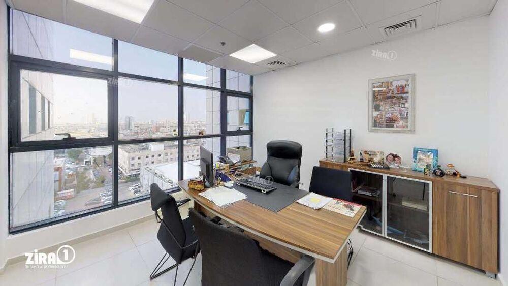 משרד בבניין מגדל UMI | קומה 7 | שטח 150מ״ר  | תמונה #0 - 1
