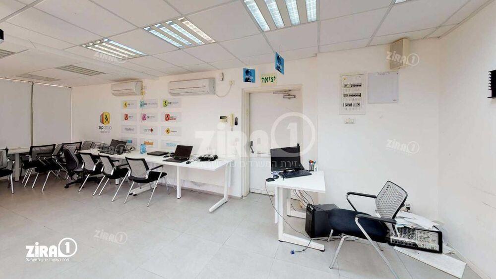 משרד בבניין בית Zap Group   קומה: 0   שטח 50 תמונה   מ׳׳ר #6 - 1