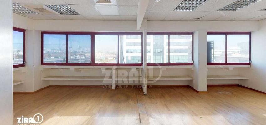 משרד בבניין בית פריזמה הישן | קומה 1 | שטח 300מ״ר  | תמונה #0 - 1