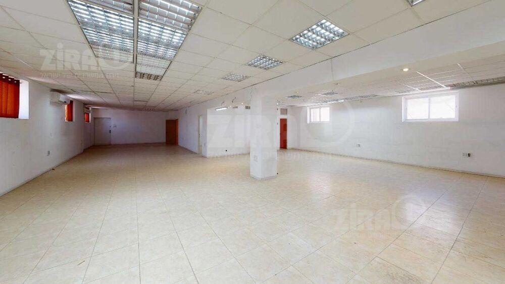 משרד בבניין בית משה | קומה: 2 | שטח 400 תמונה | מ׳׳ר #20 - 1
