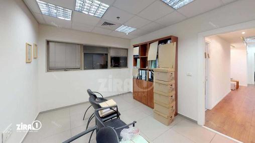 משרד בבניין בניין הסיטי סנטר | קומה 8 | שטח 130מ״ר  | תמונה #1 - 1