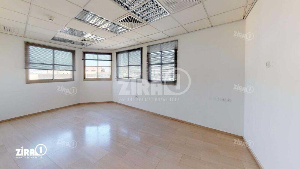 משרד בבניין גינזבורג 12   קומה: 2   שטח 300 תמונה   מ׳׳ר #9 - 1
