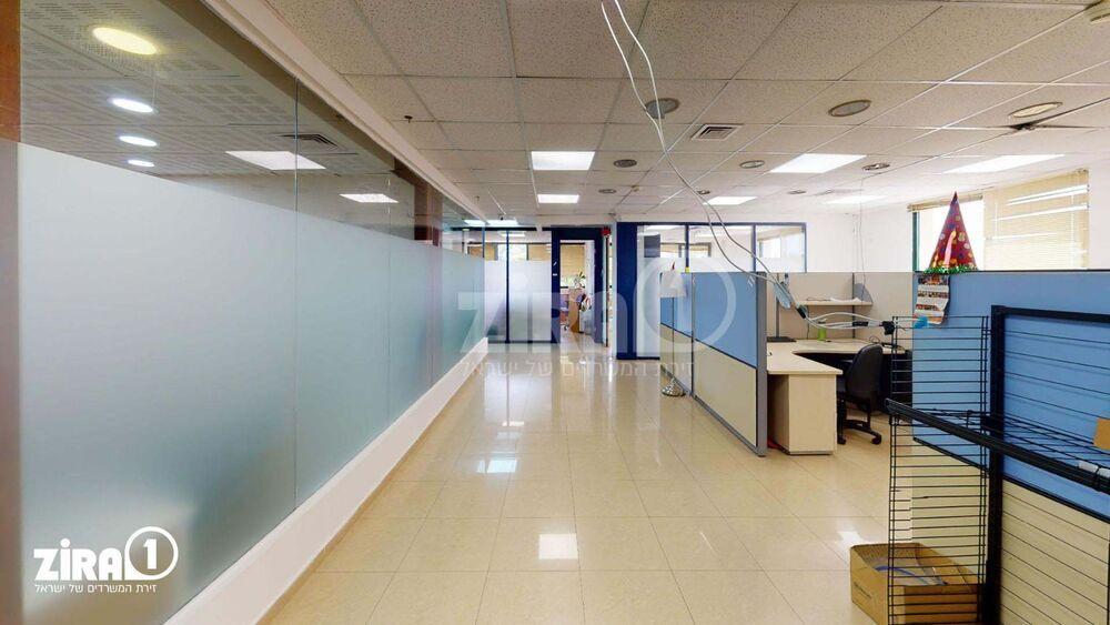 משרד בבניין בניין גירון   קומה 1   שטח 800מ״ר    תמונה #0 - 1