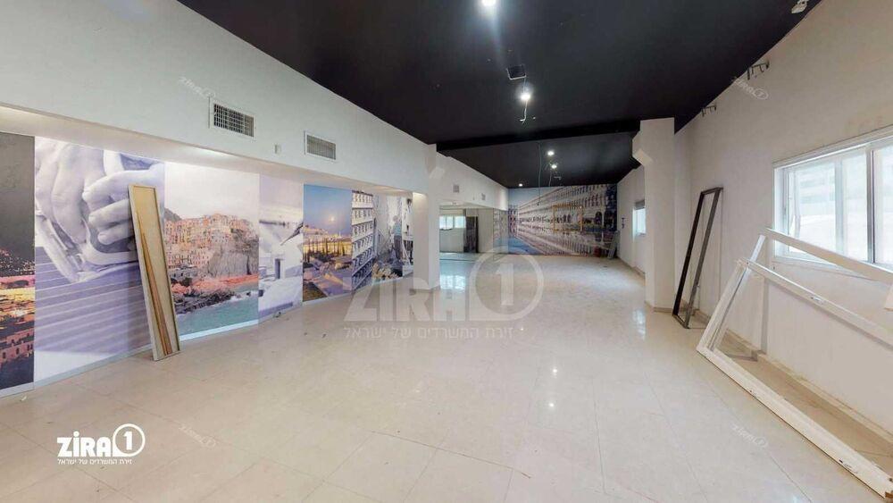 משרד בבניין בית קובי | קומה: 2 | שטח 190 תמונה | מ׳׳ר #18 - 1
