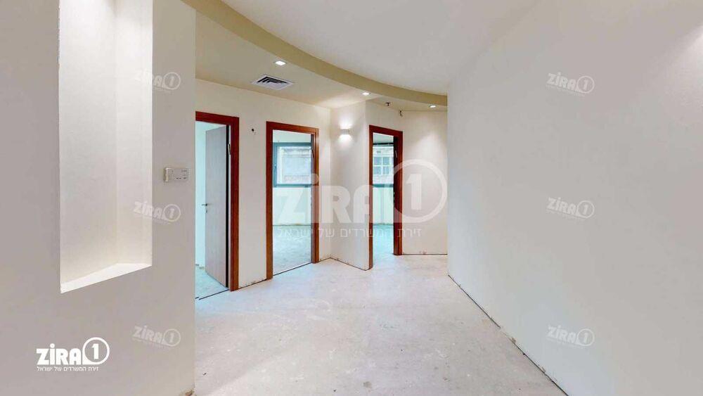 משרד בבניין בית אמריקה   קומה 3   שטח 115מ״ר    תמונה #0 - 1