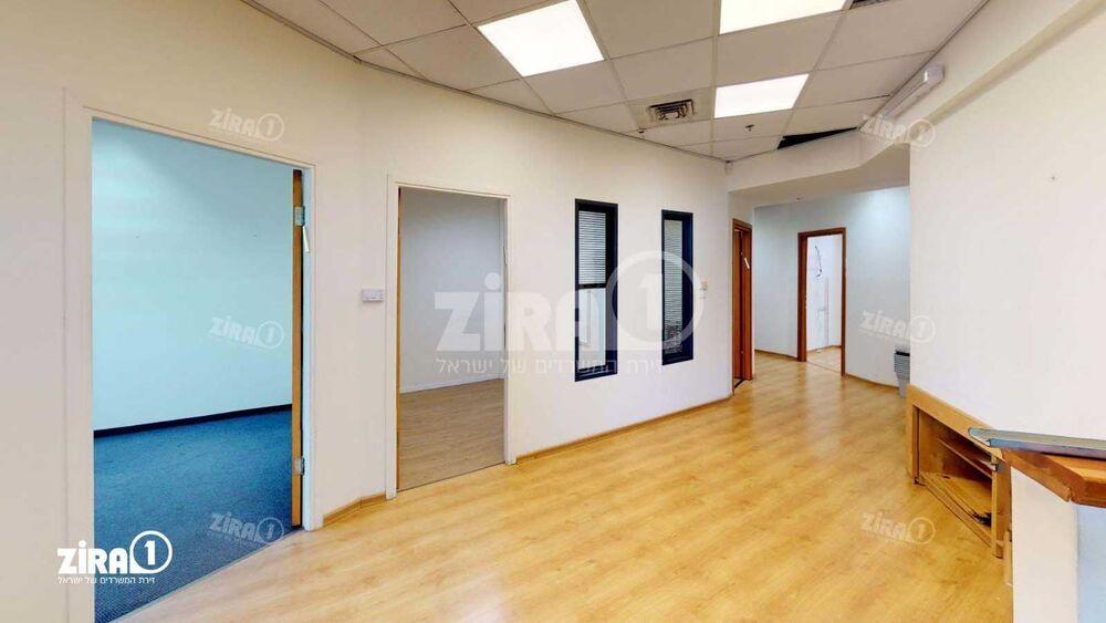 משרד בבניין בית ברקת | קומה 1 | שטח 350מ״ר  | תמונה #0 - 1