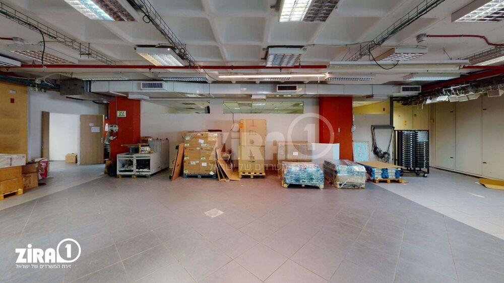 משרד בבניין בית דנאור   קומה 3   שטח 650מ״ר    תמונה #0 - 1